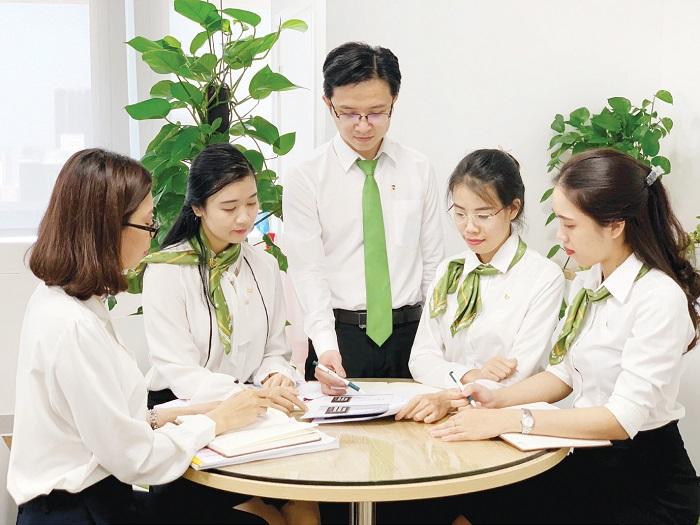 dong phuc ngan hang VCB